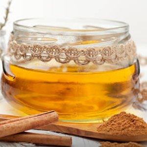 Endulzamiento con miel y canela para que regrese
