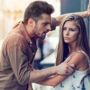 hechizos para separar una pareja cuando alguien es violento